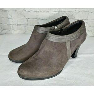 Clarks Gray Suede/Leather Ankle Boots Size 10M